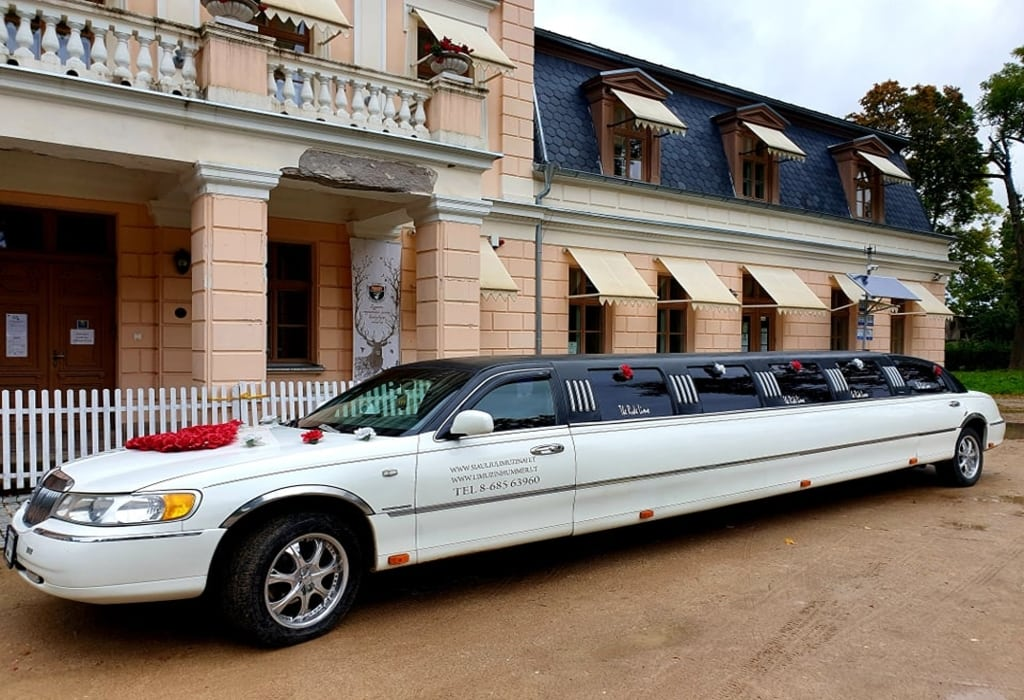 """Limuzinu nuoma Dirbame visoje Lietuvoje. Turim nuo 5 iki 26 vietų įvairių limuzinų, tad laukiam Jūsų užsakymų. Tel.nr. 8 685 63960 UAB """" Šiaulių limuzinai """""""